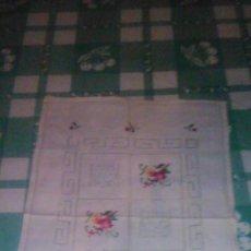 Antigüedades: ANTIGUO TAPETE RECTANGULAR BORDADO A MANO.. Lote 59472910