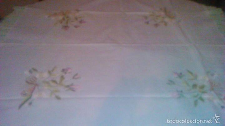 Antigüedades: Antiguo mantel de tejido similar al guatiné con puntilla de ganchillo y bordado a mano.verde suave - Foto 2 - 59473664