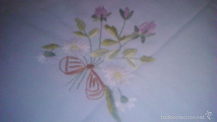 Antigüedades: Antiguo mantel de tejido similar al guatiné con puntilla de ganchillo y bordado a mano.verde suave - Foto 4 - 59473664