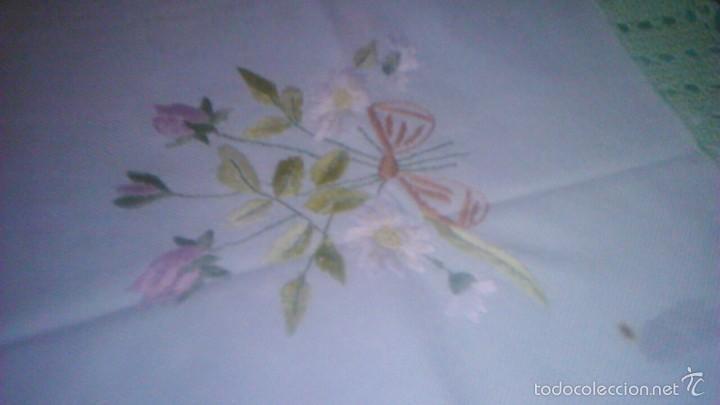 Antigüedades: Antiguo mantel de tejido similar al guatiné con puntilla de ganchillo y bordado a mano.verde suave - Foto 5 - 59473664
