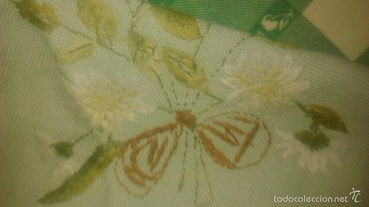 Antigüedades: Antiguo mantel de tejido similar al guatiné con puntilla de ganchillo y bordado a mano.verde suave - Foto 6 - 59473664
