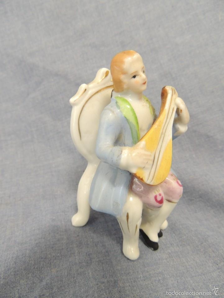 MUSICO LAUD SENTADO PORCELANA BISCUIT (Antigüedades - Porcelana y Cerámica - Japón)