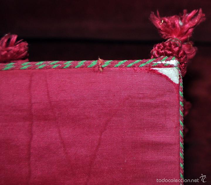 Antigüedades: GUARDA CORPORAL CON DECORACIONES EN HILO Y BORLAS EN LOS BORDES - Foto 3 - 59503583