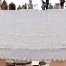Antigüedades: PRECIOSO PAÑO DE ALTAR EN HILO Y ENCAJE A GANCHILLO. Lote 59504171