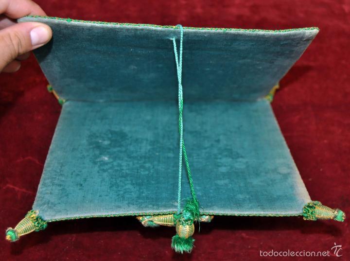 Antigüedades: GUARDA CORPORAL EN ROPA DAMASCADA CON BORLAS EN LAS ESQUINAS - Foto 6 - 59504759