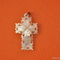 Antigüedades: ANTIGUA CRUZ RELIGIOSA TALLADA EN MADREPERLA O NÁCAR . Lote 59580155