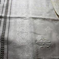Antigüedades: TOALLA EN LINO ADAMASCADO. FIL TIRÉ. BORDADO. FLECOS ANUDADOS. ESPAÑA. FIN 1800. Lote 59589515