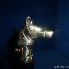 Antigüedades - DESCALZADOR DE BRONCE CON EMPUÑADURA CON FORMA DE CABALLO Y PALO DE MADERA TALLADA - 59599955