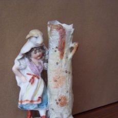 Antigüedades: NIÑA CON PIEL DE CORDERO. FIGURITA DE BISCUIT FRANCÉS. ALTURA 16 CM.. Lote 59607263