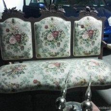 sofa del siglo xix tapizado nuevo.