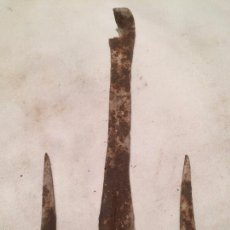 Antigüedades: ANTIGUO HIERRO FORJADO A MANO BUSCAPOZOS O CERCAPOUS DEL SIGLO XIX. Lote 59648211