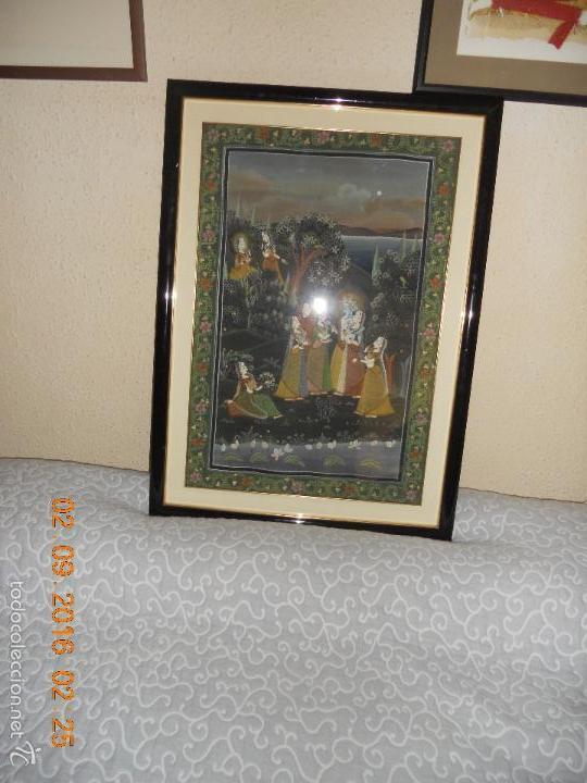 Antigüedades: ANTIGUO TAPIZ DE SEDA PINTADO A MANO CON SU MARCO DE MADERA LACADA - Foto 14 - 59648551