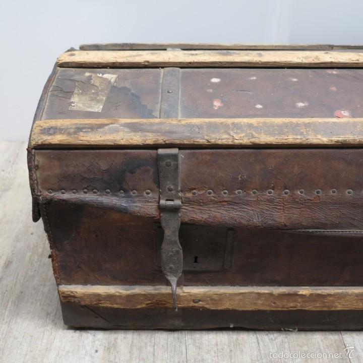 Antigüedades: BAÚL DE VIAJE de cuero y madera. Alemania 1850 - 1880 - Foto 2 - 59663807