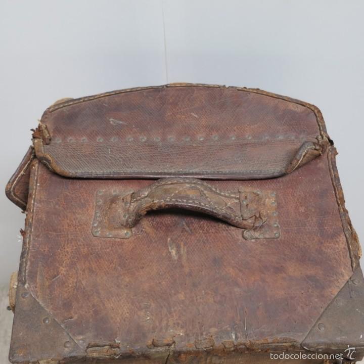 Antigüedades: BAÚL DE VIAJE de cuero y madera. Alemania 1850 - 1880 - Foto 4 - 59663807