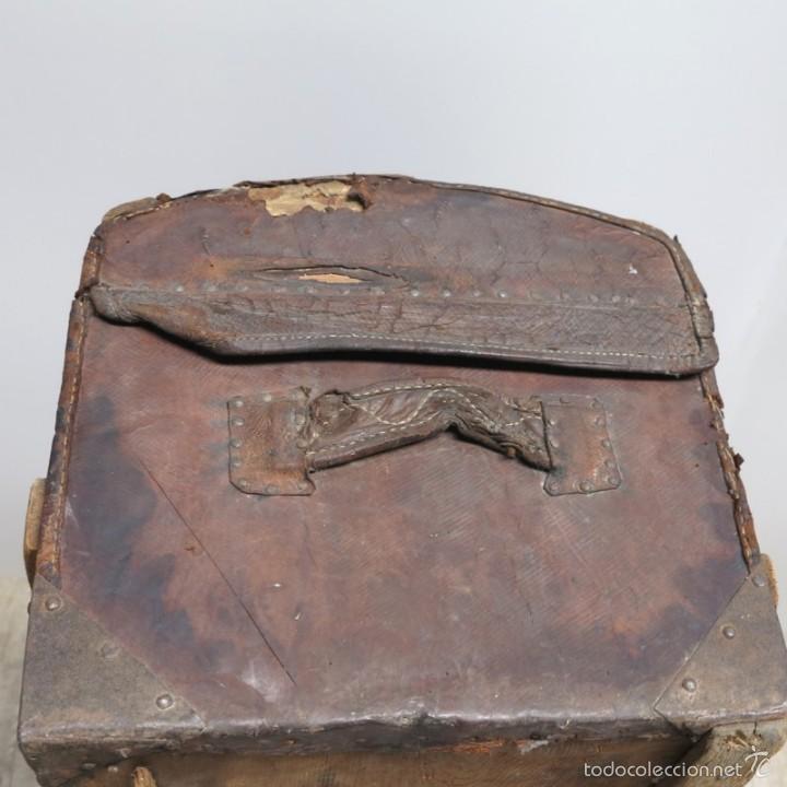 Antigüedades: BAÚL DE VIAJE de cuero y madera. Alemania 1850 - 1880 - Foto 5 - 59663807