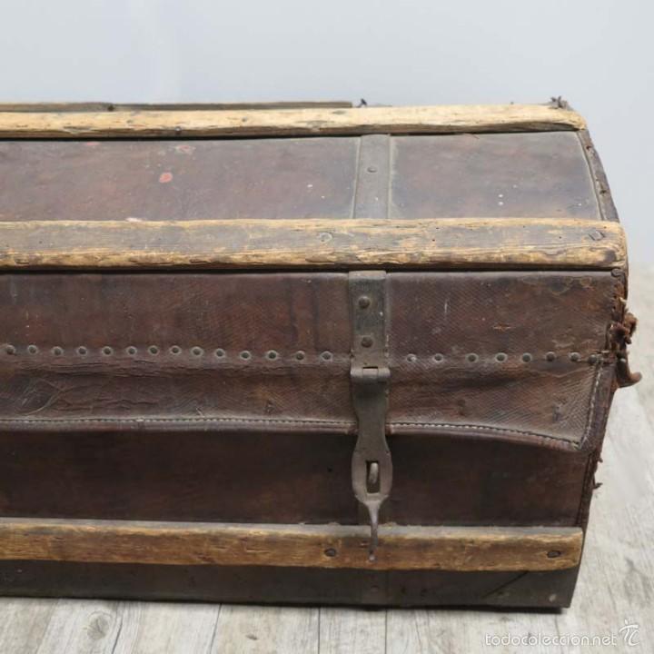 Antigüedades: BAÚL DE VIAJE de cuero y madera. Alemania 1850 - 1880 - Foto 7 - 59663807