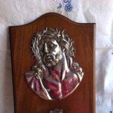 Antigüedades: BENDITERA REPRESENTANDO EL ROSTRO DE CRISTO MEDIDA SOPORTE MADERA 28X19 CM. Lote 59699355