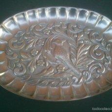 Antigüedades: BANDEJITA EN PLATA DE LEY FINAMENTE CINCELADA A MANO. Lote 59727399