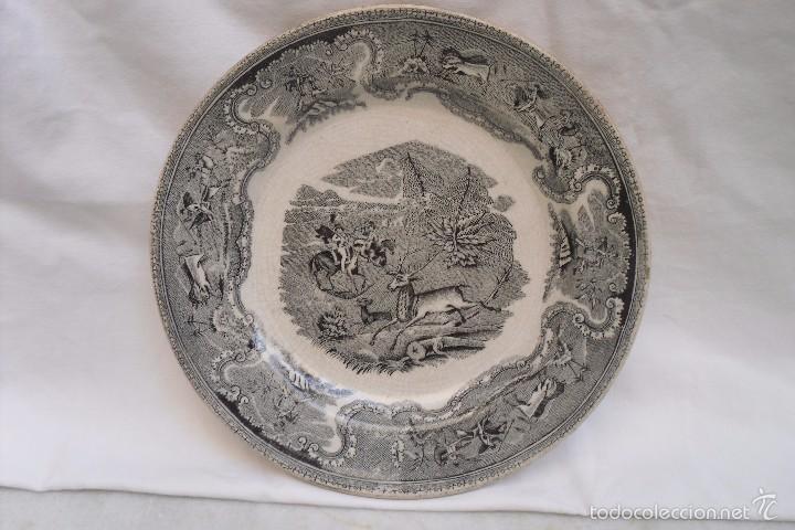PLATO LLANO DE LA FABRICA DE LA MANO DE CARTAGENA EN BLANCO E NEGRO (Antigüedades - Porcelanas y Cerámicas - Cartagena)