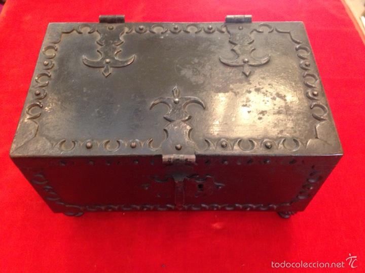 COFRE JOYERO DE HIERRO DEL SIGLO XVIII (Antigüedades - Hogar y Decoración - Cajas Antiguas)