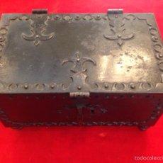 Antigüedades - Cofre joyero de hierro del siglo XVIII - 59887275