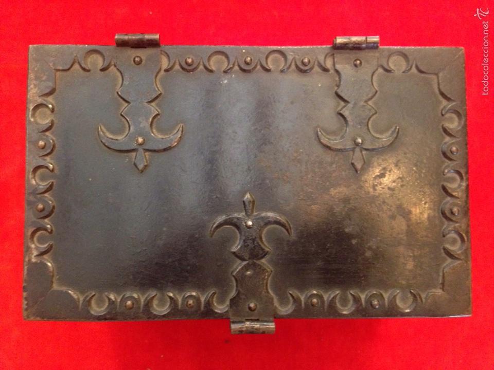 Antigüedades: Cofre joyero de hierro del siglo XVIII - Foto 2 - 59887275