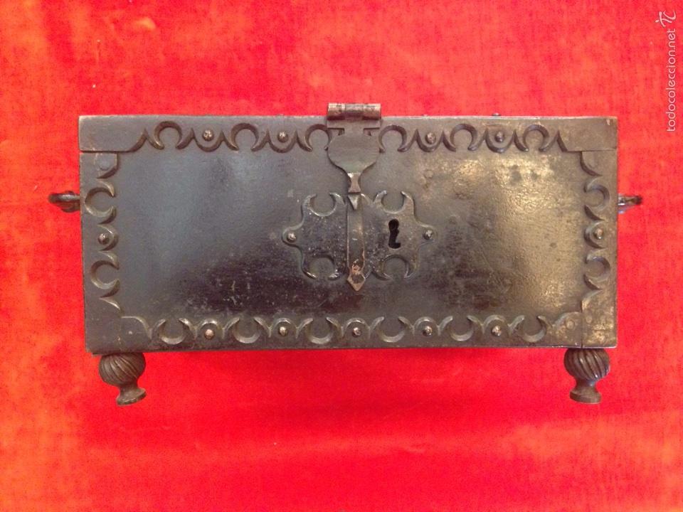 Antigüedades: Cofre joyero de hierro del siglo XVIII - Foto 4 - 59887275