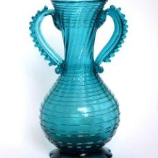 Antigüedades: JARRÓN EN FORMA DE ANFORA * CRISTAL SOPLADO MALLORQUÍN * AZUL * 22,5CM. Lote 59915519