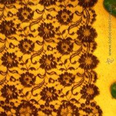 Antigüedades: * MANTILLA ESPAÑOLA 2 M POR 70 CM. Lote 26977656