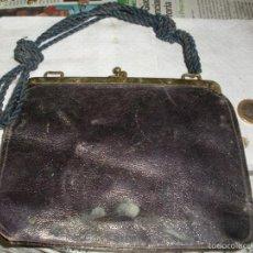 Antigüedades: PRECIOSO BOLSO AÑOS 40/50 PARA MUJER - PIEL Y LATON. Lote 59965167