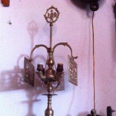 Antigüedades: OFERTON ANTIGUO VELON CANDELABRO DE BRONCE ELECTRIFICADO CON DOS PANTALLAS PROTECTORAS. Lote 59983239