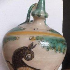 Antigüedades: BOTIJO ANTIGUO CERAMICA PUENTE ARZOBISPO CON ÇARBOLES Y CIERVO MARCADO EN LA BASE. Lote 60061551