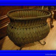 Antigüedades: MACETERO, JARDINERA DE HIERRO DE HOJAS EN COLOR MARRON. Lote 60099391