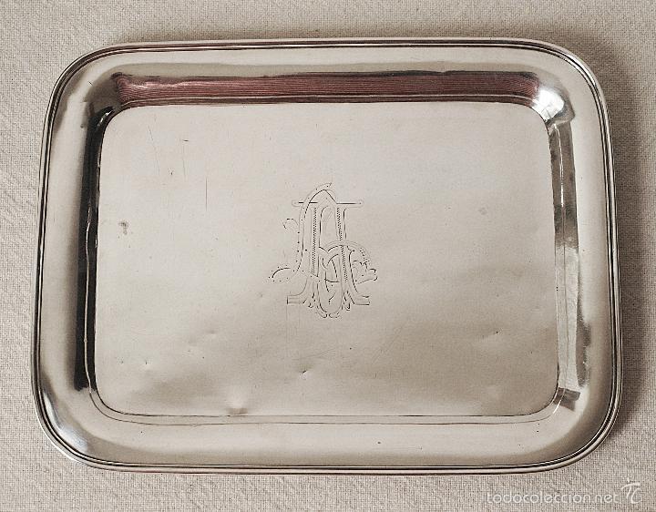 ANTIGUA BANDEJA DE PLATA DE LEY CONTRASTADA. 420 GRAMOS. 27 X 21 CM. VER FOTOS Y DESCRIPCION. (Antigüedades - Platería - Plata de Ley Antigua)