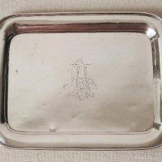 Antigüedades: ANTIGUA BANDEJA DE PLATA DE LEY CONTRASTADA. 420 GRAMOS. 27 X 21 CM. VER FOTOS Y DESCRIPCION.. Lote 60308975