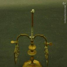 Antigüedades: CANDELABRO DE 2 BRAZOS DE COBRE CON BASE REDONDA 19 CM DE ALTO PESO: 200 GR.. Lote 60321055
