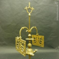 Antigüedades: CANDELABRO ANTIGUO DE 2 BRAZOS DE COBRE CON BASE REDONDA 50 CM DE ALTO PESO: 1800 GR.. Lote 60321467