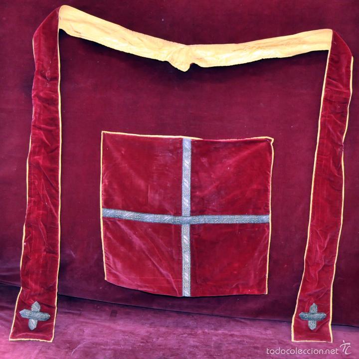 CONJUNTO DE ESTOLA Y CORPORAL EN ROPA TERCIOPELADA (Antigüedades - Religiosas - Ornamentos Antiguos)