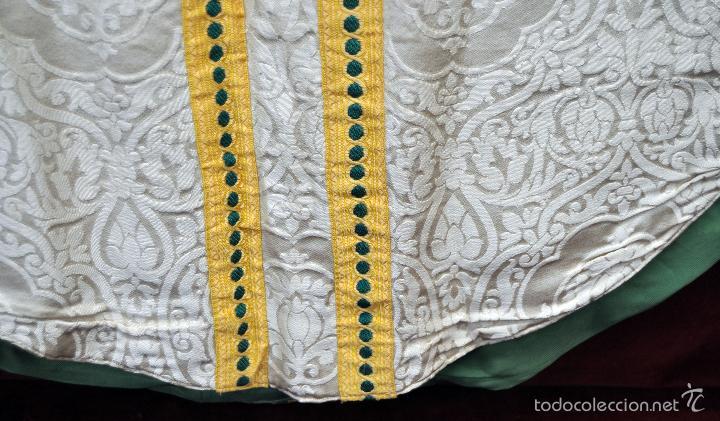 Antigüedades: CASULLA EN ROPA DAMASCADA CON RIBETES DORADOS - Foto 4 - 60470451