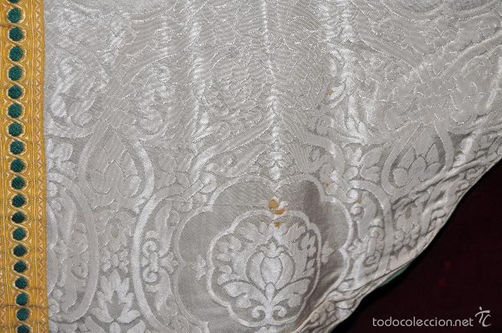 Antigüedades: CASULLA EN ROPA DAMASCADA CON RIBETES DORADOS - Foto 8 - 60470451