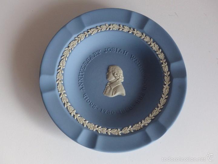 CENICERO DE PORCELANA WEDGWOOD. 250 ANIVERSARIO JOSIAH WEDGWOOD. 1730- 1980. INGLATERRA (Antigüedades - Porcelanas y Cerámicas - Inglesa, Bristol y Otros)