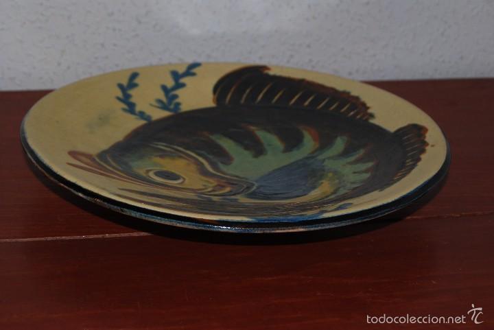 Antigüedades: PLATO DE CERÁMICA DE LA BISBAL - PEZ - Foto 2 - 219169183