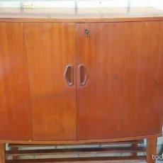 Antigüedades: MUEBLE ANTIGUO PARA TELEVISOR. Lote 60588571