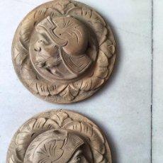 Antigüedades: PAREJA MEDALLONES GUERREROS (NOGAL). Lote 58828116