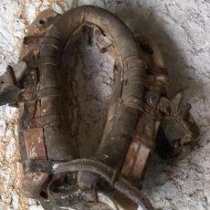 Antigüedades: GRAN COLLERA ANTIGUA CABALLO O MULA. Lote 58828326