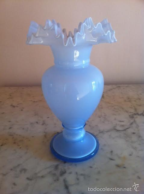 Antigüedades: Antiguo jarron cristal bohemia tonos azul tipo modernista opalina parte superior rizada - Foto 3 - 60617611