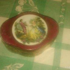 Antigüedades: PRECIOSO JOYERO DE PORCELANA CON IMAGEN ROMÁNTICA,MADE IN JAPAN.. Lote 60673503