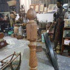 Antigüedades: ANTIGUA Y GRAN COLUMNA DE MADERA PARA ESCALERA. Lote 60677087