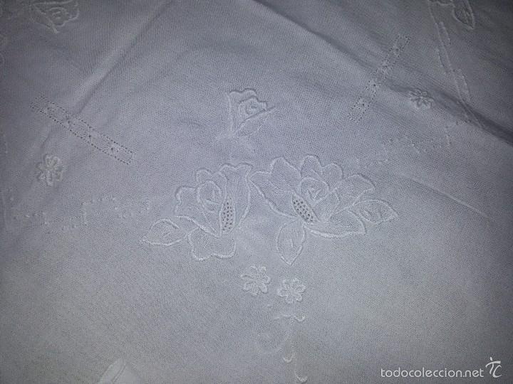Antigüedades: MANTEL BLANCO Y 4 SERVILLETAS-BORDADO A MANO-ALGODÓN-SIN USO - Foto 5 - 60709359
