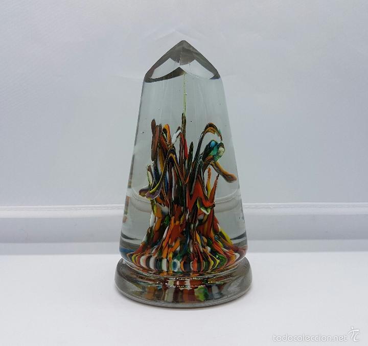 Antigüedades: Gran pisapapeles antiguo en cristal de murano tallado con forma piramidal, epoca 1900 . - Foto 2 - 60731751